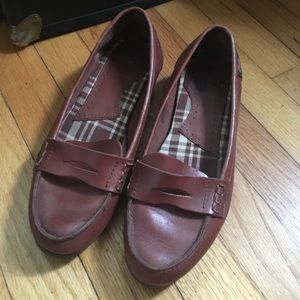 Vintage Bass light brown leather loafers.